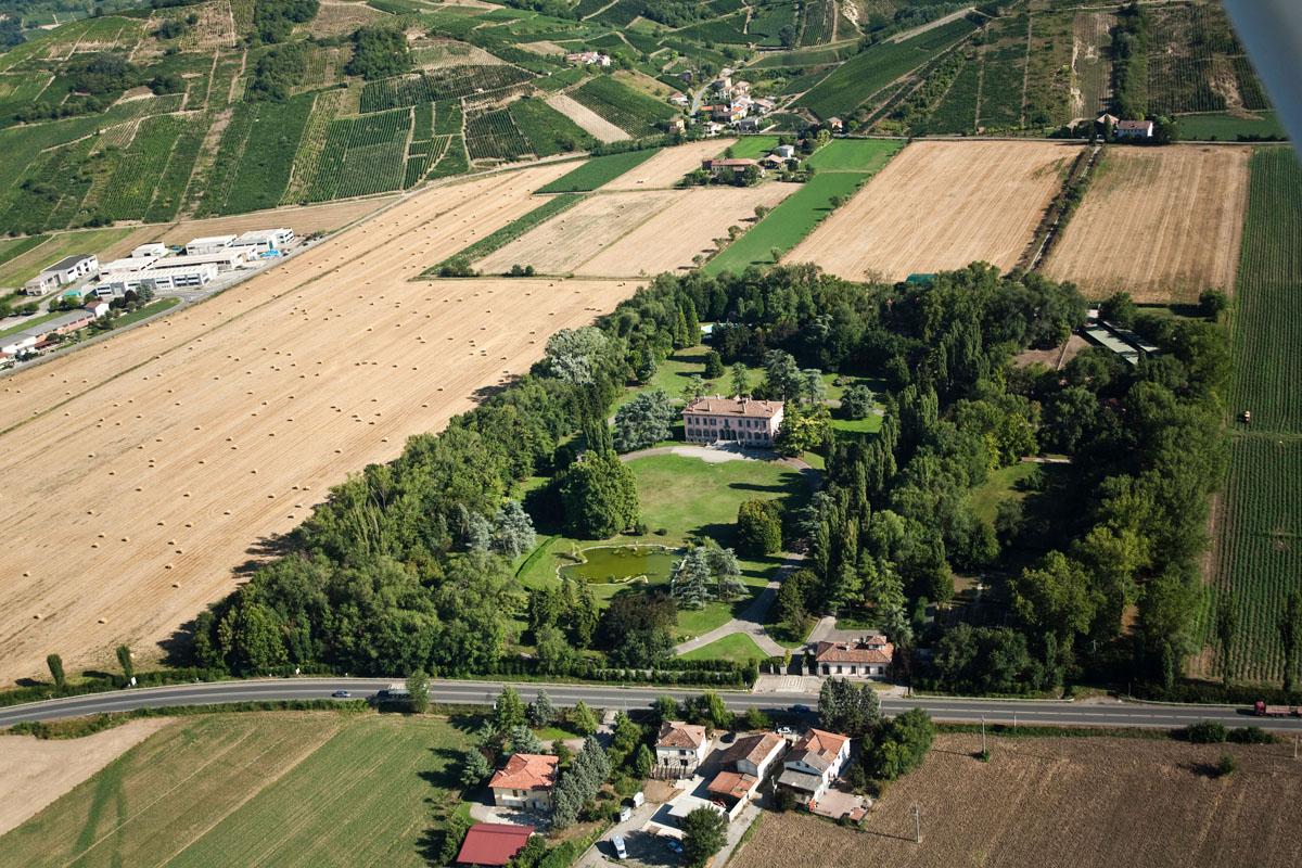 Veduta aerea della vil... Giorgio Armani