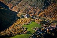 Veduta aerrea della collina in autunno