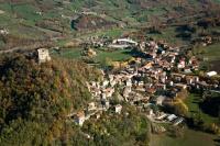 Veduta aerea di Zavattarello eCastello Dal Verme