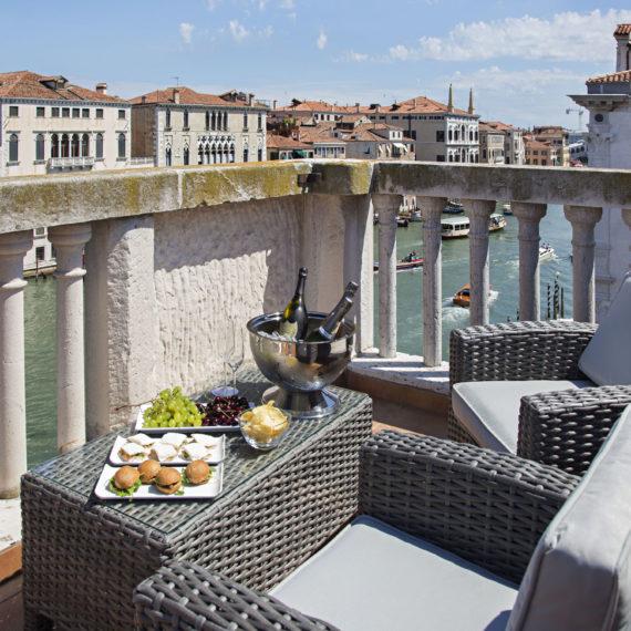 terrazzo-con.-vista-sul-canal-grande-hotel-Venezia