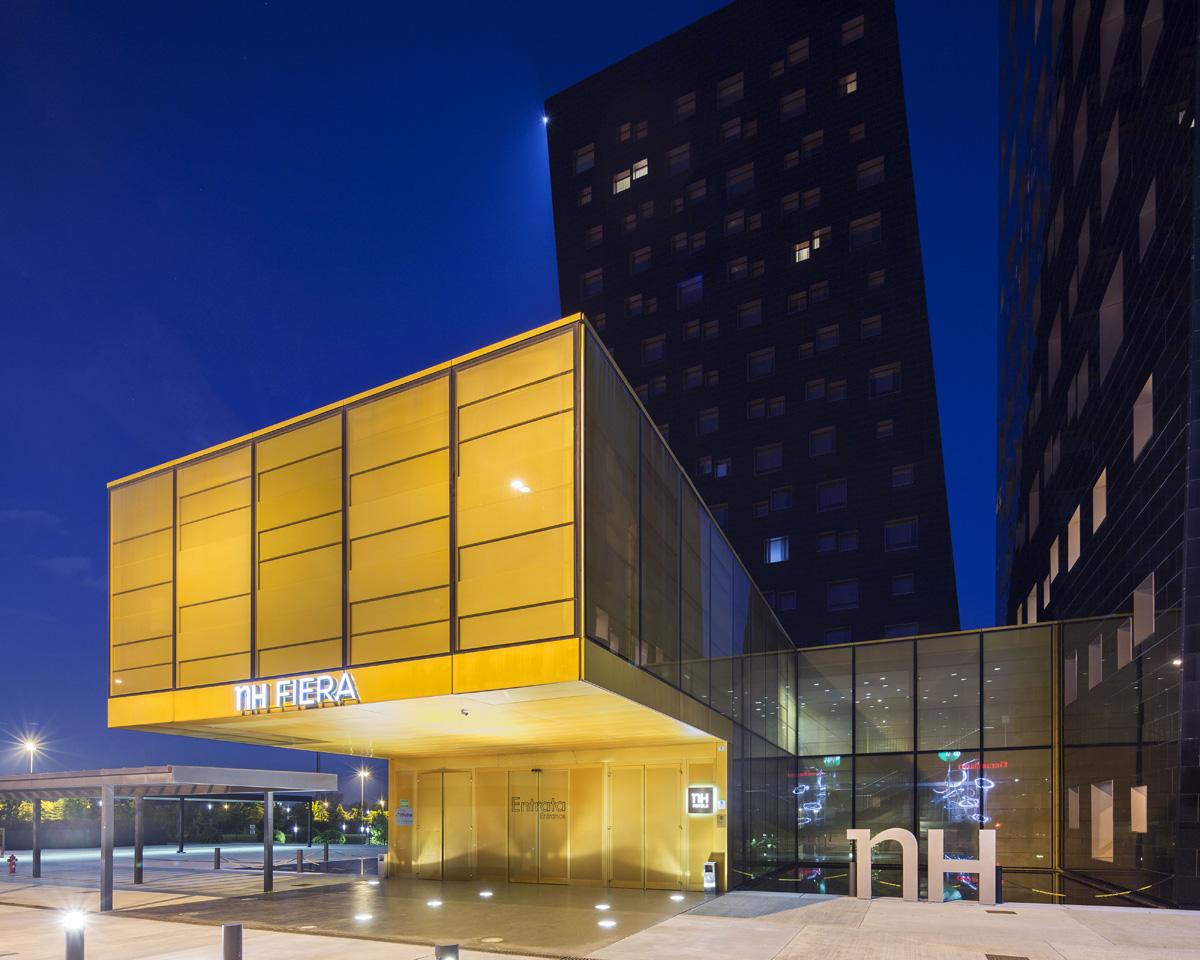 facciata hotel serale
