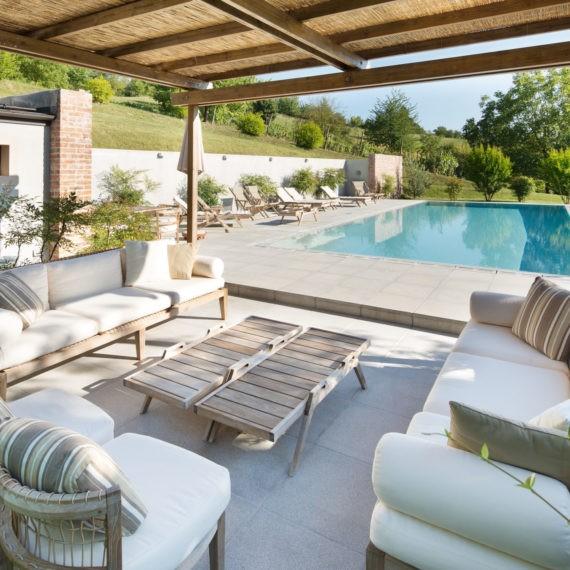 luxury real estate giardino villa piscina nel Monferrato