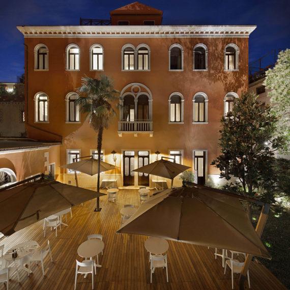 cortile-interno-hotel-venezia