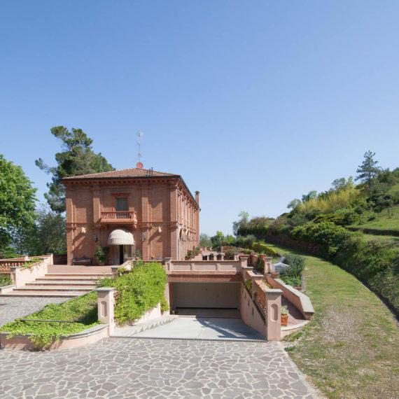 fotografo di interni facciata villa di pregio bologna
