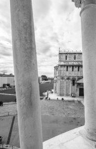 Vista dalla torre di Pisa verso la piazza