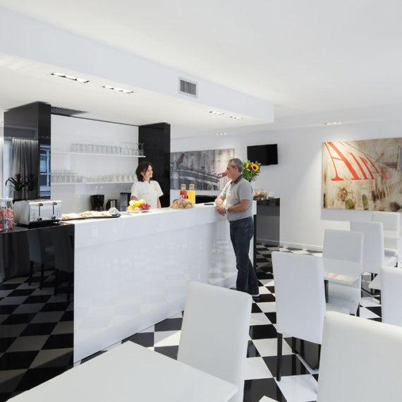 sala colazione hotel studio inn centrale Milano