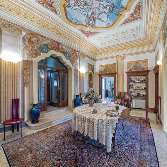 luxury-real-estate-fotografo-di-interni-ampio-salone-di-ingresso-in-villa-prestigiosa