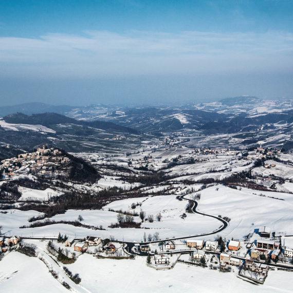 veduta-aerea-Fortunago-in-Oltrepo-pavese-innevato