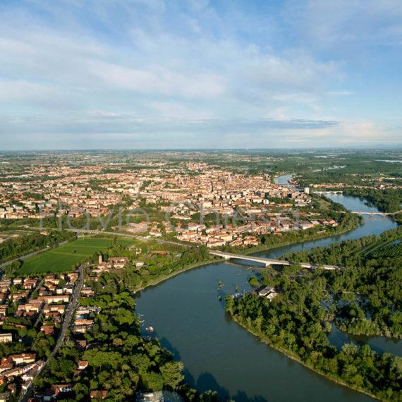 veduta-aerea-della-città-di-Pavia-con-vista-su-4-ponti