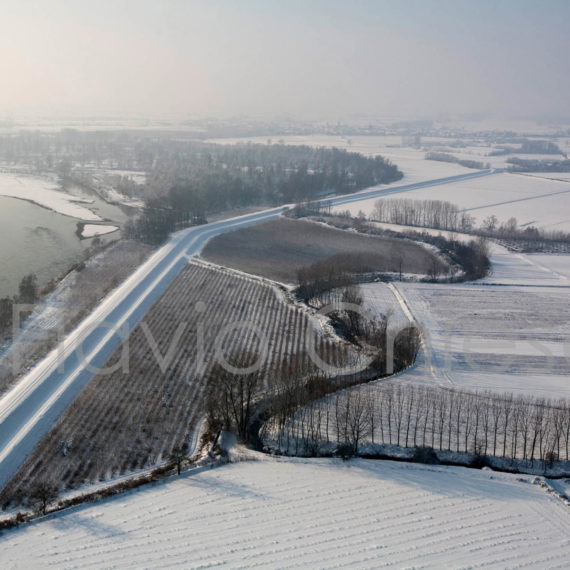 veduta-aerea-argine-Po-con-neve
