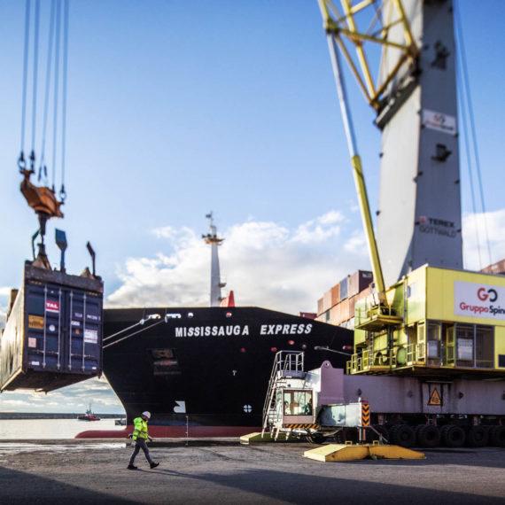 terminal Spinelli porto di Genova, container
