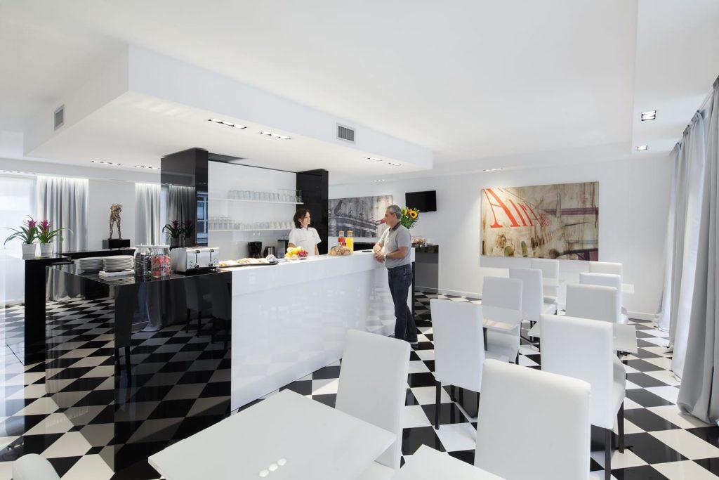 sala colazione hotel Milano Studio Inn