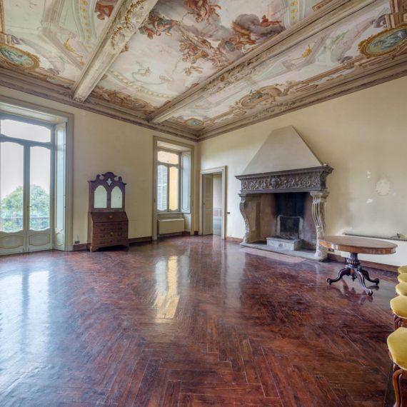 vedute interne del castello di Azzate in provincia di Varese