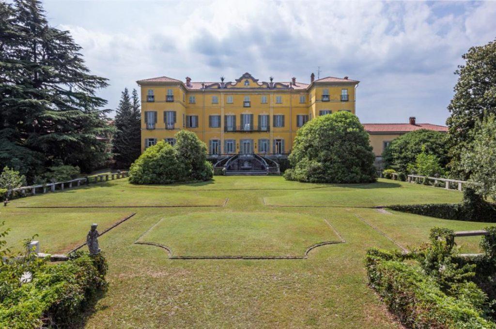 facciata del Castello di Azzate Varese