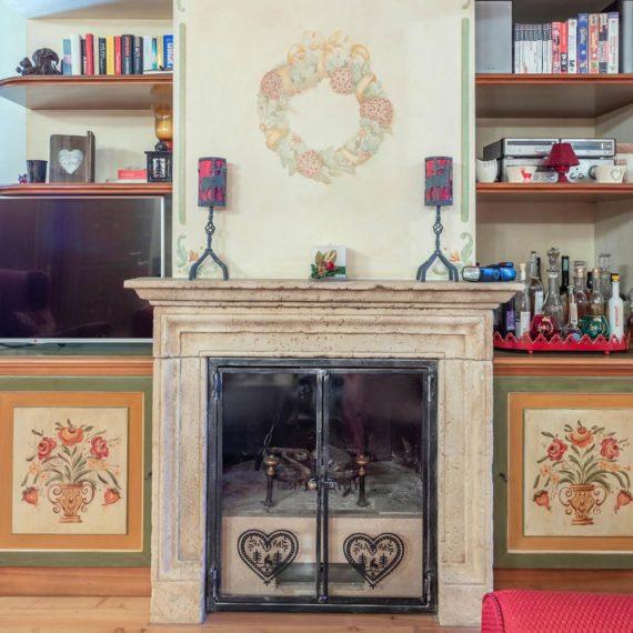 fotografo i interni dettaglio camino Madonna di Campiglio