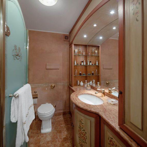 fotografo i interni bagno Madonna di Campiglio